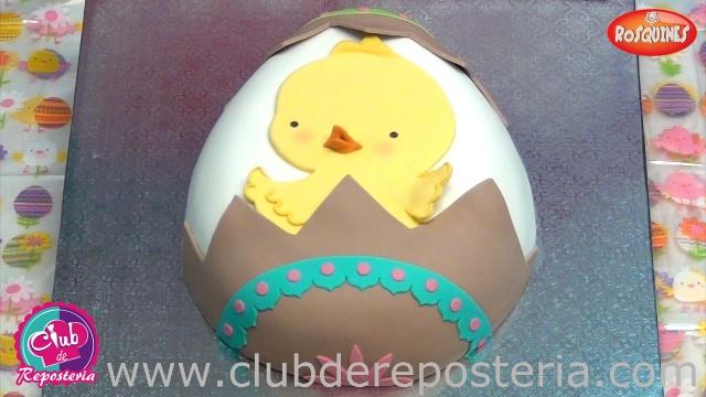 Torta Recortada y Decorada como Huevo de Pascua por Rosa Quintero