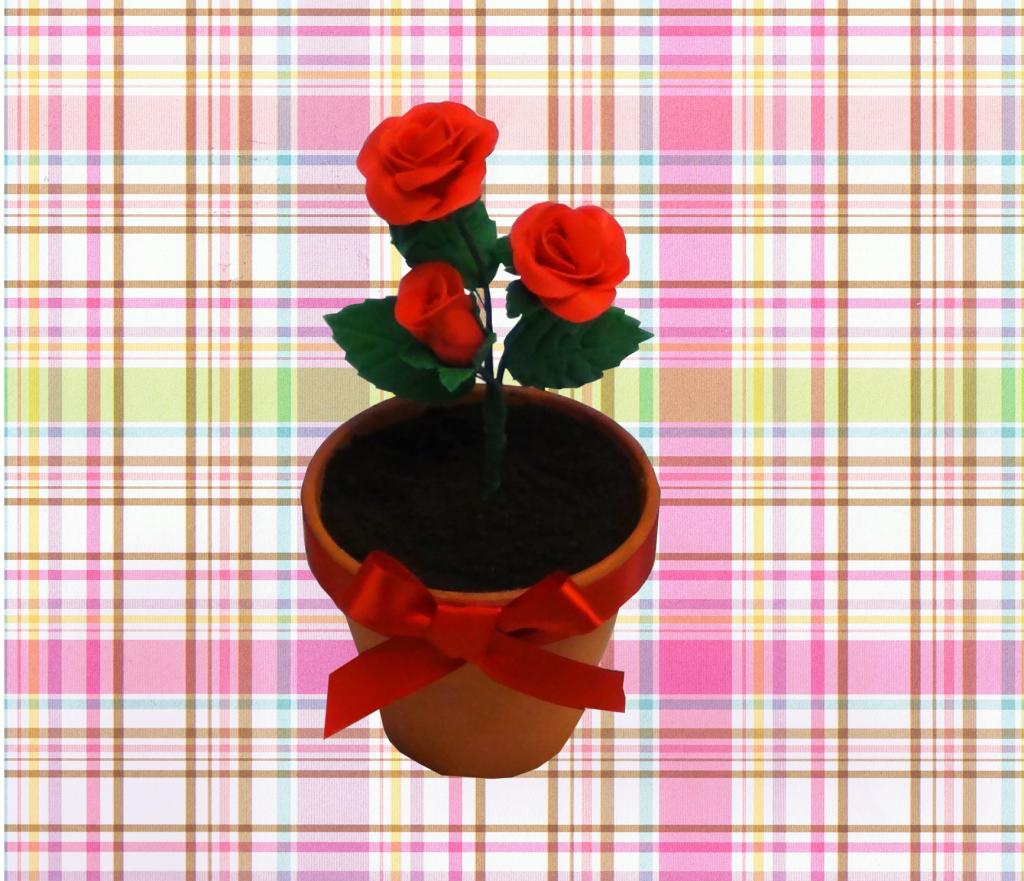 Como hacer una macetica con torta y rosas de azúcar por Rosa Quintero