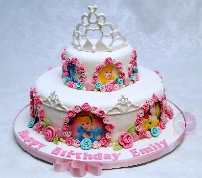 Torta decorada con el tema de Princesas Disney por Rosa Quintero